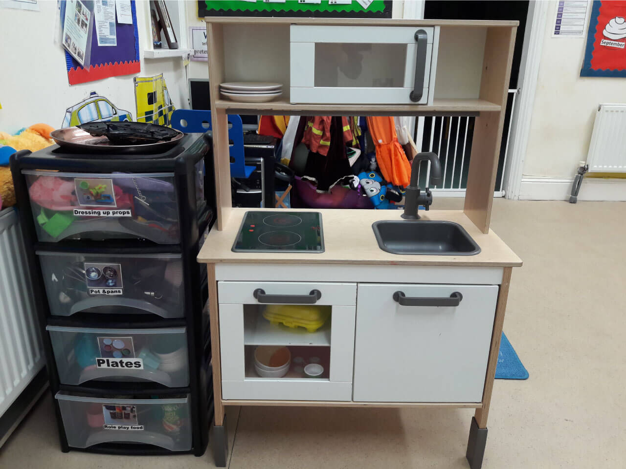 Preschool playing area that mimics a kitchen at home
